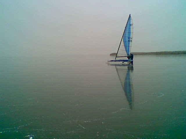 Der zugefrorene Neusiedlersee: Unendliche Weiten