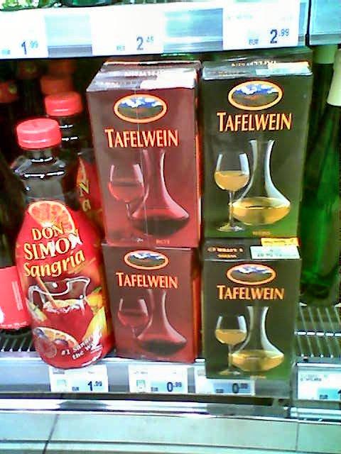 Ganz unten im Supermarktregal: Wein im Tetrapack